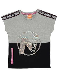 NERF holographisches Logo-athletisches T-Shirt Nerf, Athletic Fashion, Summer Kids, Everyday Outfits, Mens Sweatshirts, Kids Wear, Holographic, Logos, Kids Fashion