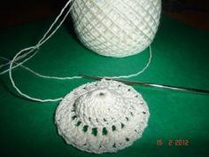 Martisor crosetat handmade Crochet Projects, Diy And Crafts, Crochet Earrings, Shabby Chic, Handmade, Jewelry, Crocheting, Meals, Hat Crochet