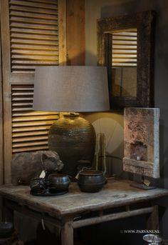 Parvani | Oude olijfkruik lamp. Spaarvarken aardewerk, bronzen rijstmaat, tempelsteen.