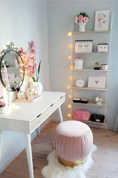 Videos bedroom dressers, girls bedroom, design my room, vanity desk, coffee Design My Room, Diy Home Decor Rustic, Coffee Table Styling, Vanity Desk, Glam Room, Home Decor Bedroom, Interior Design, Decoration, Furniture