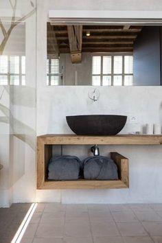 At La Suite Sans Cravate in Bruges, a black vessel sink looks like a piece of art perched on wooden shelves. Via Archilovers. Simple Style: Chic Black Sinks