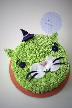 Poppytalk: Bake O'Clock Special: Halloween Cake How-To!