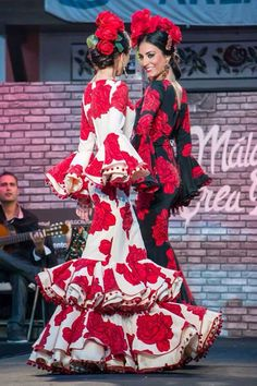 Flamenco Party, Flamenco Costume, Flamenco Dancers, Flamenco Dresses, Spanish Gypsy, Spanish Dancer, Spanish Art, Passion For Fashion, Love Fashion