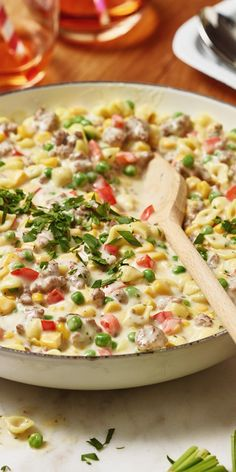 Aus Mais, Erbsen und Paprika machen wir Konfetti! Zusammen mit kleinen Nudeln ein super Essen, um Kindern Gemüse schmackhaft zu machen!