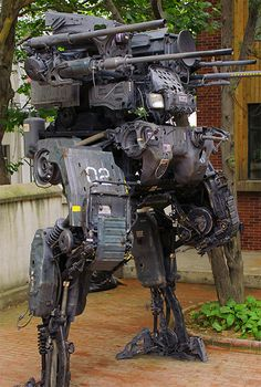 Geek Uses Old Truck Parts to Build Amazing 12-Foot-Tall Mech Robot - TechEBlog