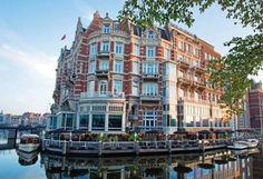 Das De l'Europe Amsterdam ist ein wahres Prachtstück mit einer wunderschönen rot-weißen Fassade aus dem 19. Jahrhundert. Es begrüßt seine Gäste im Herzen von Amsterdam direkt an der Amstel. #City #Städtetrip #Kurzurlaub