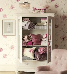 Find sophisticated detail in every Laura Ashley collection - home furnishings, children's room decor, and women, girls & men's fashion. Laura Ashley Bedroom, Laura Ashley Furniture, Laura Ashley Home, Rose Cottage, Cottage Chic, White Cottage, Ikea, Childrens Room Decor, Colour Schemes