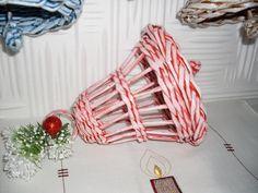 Newspaper Basket, Newspaper Crafts, Book Crafts, Arts And Crafts, Willow Weaving, Basket Weaving, Paper Book, Paper Art, Sun Paper