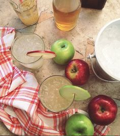 Drink de maçã com rum e gengibre, para refrescar e bebericar a tarde com as amigas.