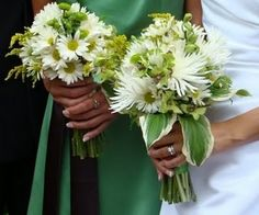 Bouquet Bridal: daisies and white Spider Mum Bouquet
