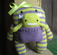 knitted monsters - Knitting is Awesome Knitted Stuffed Animals, Sewing Stuffed Animals, Knitted Animals, Loom Knitting, Baby Knitting, Knitting Patterns, Sewing Patterns, Baby Crafts, Cute Crafts