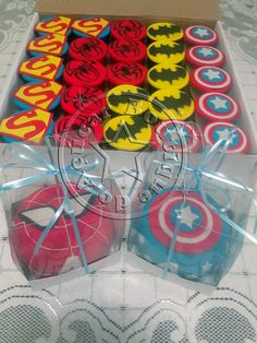 mini bolo e cupcakes super herois/super heroes mini cakes and cupcakes