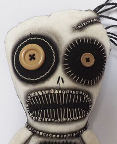 Voodoo Dolls and scary dolls inspired by Gothic supernatural creatures animals ghouls and monsters from childhood nightmares each with their own macabre charm and character. Zombie Dolls, Voodoo Dolls, Halloween Mono, Halloween Crafts, Ugly Dolls, Creepy Dolls, Creepy Stuffed Animals, Crazy Toys, Gothic Dolls