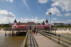 Die Seebrücke in Ahlbeck ist ein perfekter Ort für einen Spaziergang über dem Meer. Mehr Infos zu Ahlbeck auf http://www.drei-kaiserbaeder.de