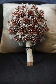 Winter wedding with pine cones bouquet