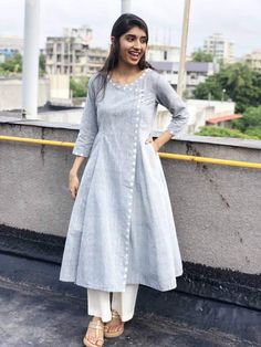 A mix of pleasant aesthetics and everyday comfort, this simplistic, easy breezy kurta is a must have for your daily wear ward robe. Salwar Designs, Plain Kurti Designs, Simple Kurti Designs, Kurta Designs Women, Kurti Designs Party Wear, Dress Neck Designs, Designs For Dresses, Frock Design, Kurta Patterns