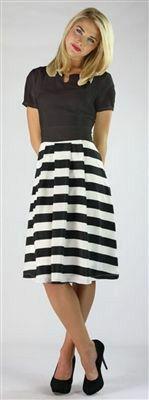 Falda rallada blanco y negro ( modestia e integridad)