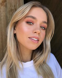 Check out these glamorous bridal looks Cute Makeup Looks, Prom Makeup Looks, Summer Makeup Looks, Bridal Makeup Looks, Natural Makeup Looks, Pretty Makeup, Natural Makeup For Prom, Makeup For Wedding, Bridal Makeup For Blondes