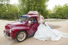 Ideas decorar el coche de boda. #fotografobodanadrid #fotografosbodas Antique Cars, Wedding, Ideas, Vintage Cars, Valentines Day Weddings, Weddings, Thoughts, Marriage, Chartreuse Wedding