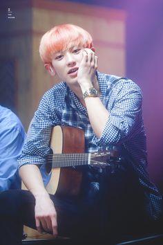 that thing he does with his hand when he's dreamily watching the crowd 😌 Park Chanyeol Exo, Exo K, Kyungsoo, Baekyeol, Chanbaek, Chansoo, Kyung Hee, Kim Min Seok, Exo Members