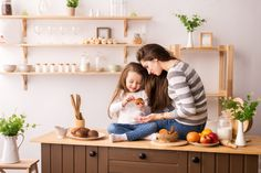 Alegre madre e hija en la cocina prepara...   Premium Photo #Freepik #photo How To Make Cookies, How To Make Cake, Mother Teach, Japanese Mom, Corn Flakes, Cooking Together, Cook At Home, Stuffed Sweet Peppers, Happy Mothers