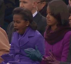 Sasha Obama yawns during dad's inaugural address, sparks Twitter love (Photo: NBC News) #NBCPolitics