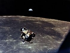 Monday marks the anniversary of the July Apollo 11 moon landing by American astronauts Neil Armstrong, Buzz Aldrin and Michael Collins. Apollo 11, Sistema Solar, Back To The Moon, Man On The Moon, Apollo Space Program, Apollo Missions, Nasa Missions, Buzz Aldrin, Earth Photos