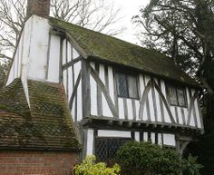 The Church House- Lych Gate Oak Framed Buildings, East Sussex, Tudor, Places To Visit, Old Things, Commonplace Book, England, Houses, Cabin