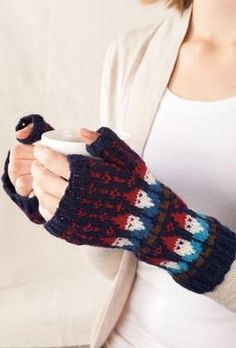 Gnome Mittens - Knitting Patterns by SpillyJane. I totally have the pattern and the yarn for this already, just haven't found the inspiration to cast them on...