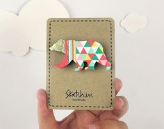 Sketch-inc broche en bois peint