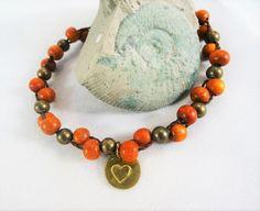 Armband mit rötlichem Holz und Metallperlen Herz  von Sunnseitn Kunsthandwerk auf DaWanda.com
