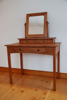 Handmade solid cherry hardwood dressing table, mission style with three hand-cut dovetail drawers and a swivel mirror. Shaker Furniture, Custom Furniture, Furniture Projects, Furniture Decor, Furniture Makers, Dressing Table Vanity, Dressing Tables, Craftsman Decor, Handmade Wooden