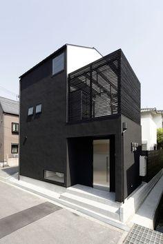 (via design and product i like / black house XX) Architecture Design, Black Architecture, Architecture Résidentielle, Amazing Architecture, Contemporary Architecture, Casa Patio, Casas Containers, Black House, Exterior Design