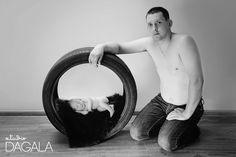 newborn in tire |  fotografia noworodkowa Świdnica Wrocław, fotograf dziecięcy noworodki Polska