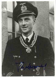 ■ Kapitänleutnant Egon-Reiner Freiherr von Schlippenbach, Kommandant U 453.