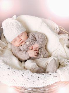 Søkeresultater for « Knitting For Kids, Baby Knitting Patterns, Baby Barn, Knit Crochet, Crochet Hats, Knitted Baby Clothes, C2c, Bassinet, Jumpers