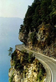 'The World's Scariest Roads' - On the Edge, Thunersee, Switzerland. Click on the image to see the world's most #dangerous roads... #scary #dontlookdown