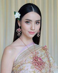 Traditional Thai Clothing, Traditional Fashion, Traditional Dresses, Thai Wedding Dress, Thailand Fashion, Thai Dress, Thai Style, Bride Hairstyles, Beautiful Asian Girls