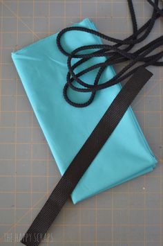 30 Minute Draw String Bag Tutorial - The Happy Scraps Drawstring Backpack Tutorial, Drawstring Bag Tutorials, Crochet Projects, Sewing Projects, Projects To Try, Backpack Pattern, Cool Kids, Middle School, High School