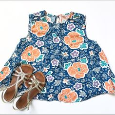 Old Navy Floral Blouse Floral top, sleeveless Old Navy Tops Blouses