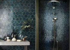 Bad Black Things z black color car Chalet Ski, Mosaic Shower Tile, Bathroom Candles, Interior Minimalista, Small Toilet, Tadelakt, Beautiful Bathrooms, Bathroom Interior Design, Small Bathroom