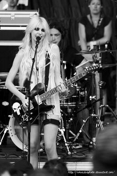 The Pretty Reckless - Taylor Momsen, girl crush! - love her so much.