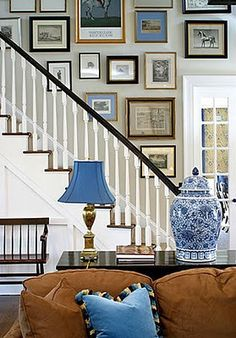 Such a homey, comfy feel Organisation Des Photos, Picture Wall, Photo Wall, Stairwell Wall, Picture Arrangements, Photo Arrangement, Home Decoracion, Home And Deco, Stairways