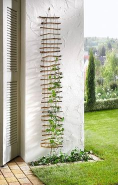 30+ Garden Projects using Sticks & Twigs #gardening #yardideas #verticalgardening