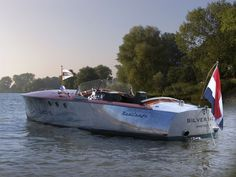 pinteresst.com/fra411 #classic #motorboat Silverback Runabout