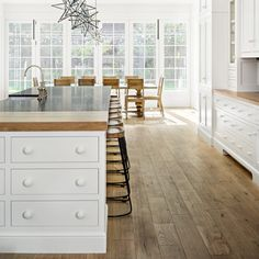 Portfolio - Christopher Scott Cabinetry & Design Kitchen With Long Island, White Kitchen Island, Kitchen Islands, Hamptons Kitchen, Timeless Kitchen, Colonial Kitchen, Custom Cabinets, White Cabinets, Kitchen Cabinets