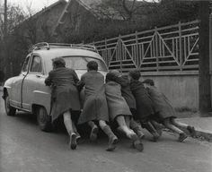 """mimbeau:  """"La panne d'essence"""" (Run out of gas) 1955 Robert Doisneau"""