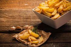 A batata rústica é um acompanhamento delicioso super fácil de fazer!   #batatarústica #batatanoforno #receita #batata #batatassada