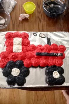 Case IH pull apart cupcake-cake.