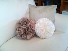 DIY pompon pillows #diy #cushions #pompom